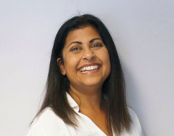 Dr Deena Savjani